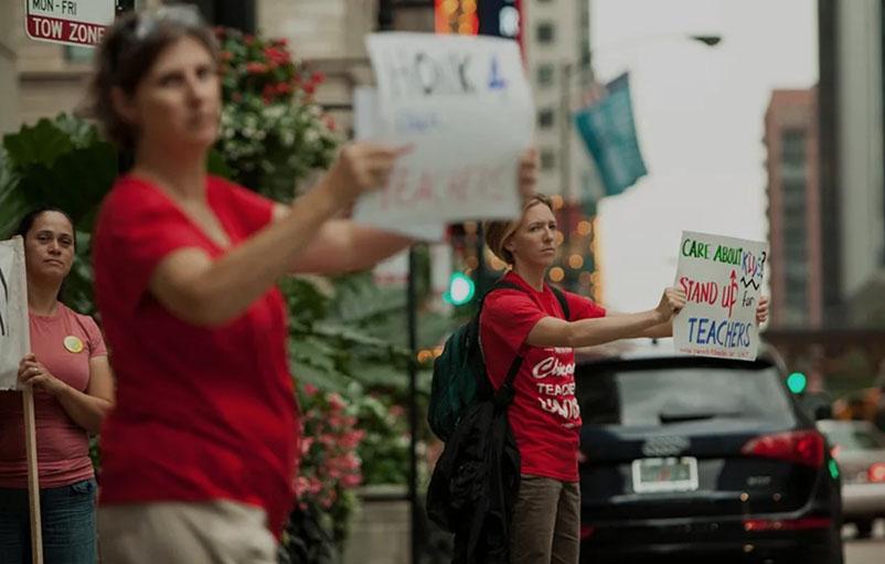 chicago teachers on strike picketig in the street